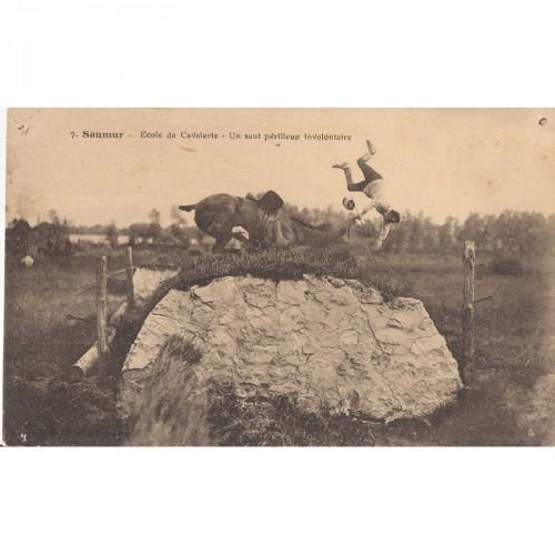 "CPA Saumur ""Ecole de Cavalerie""un Saut Périlleux"